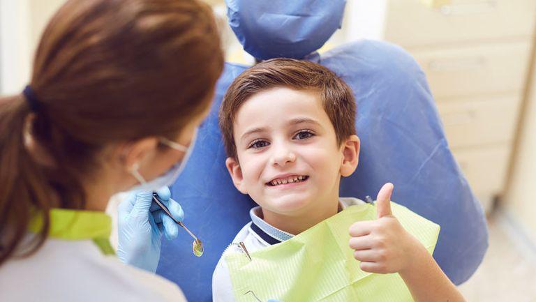 Cum îi facem pe cei mici să scape de teama de dentist