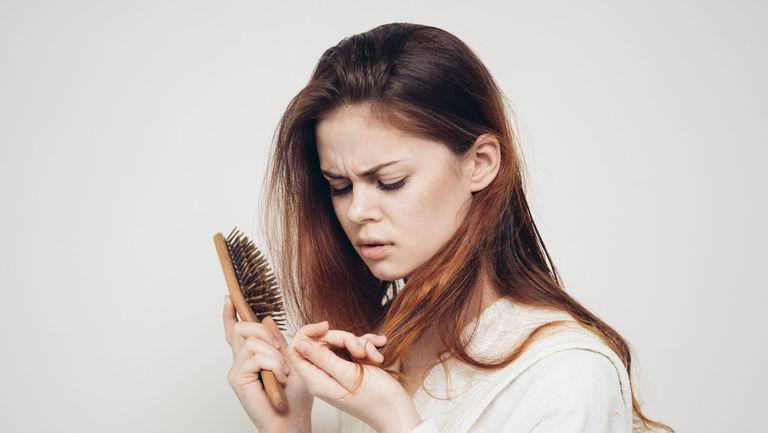 (P) Cum să maschezi părul rar şi subţire cu un truc simplu