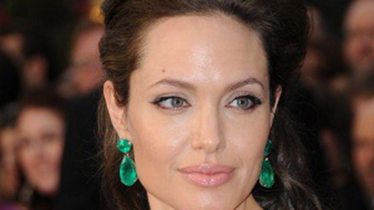 Angelina mai vrea copii