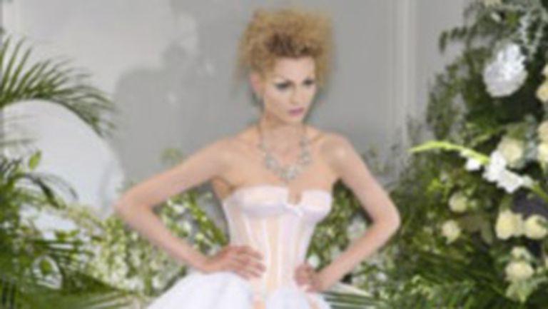 Cu sau fara corset?
