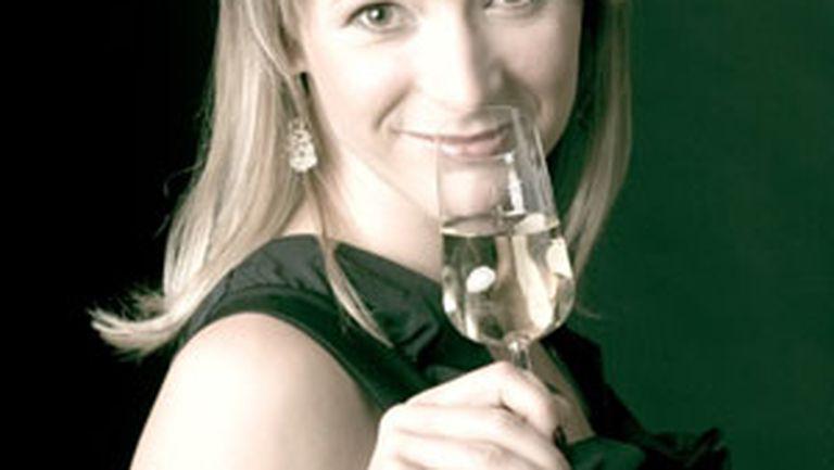 Şampania, cea mai elegantă băutură pentru femei