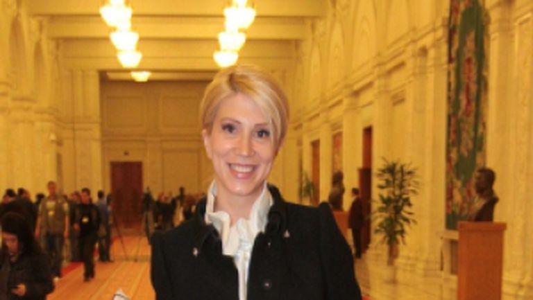 Raluca Turcan: Pentru femei, politica este o cuşcă cu hiene