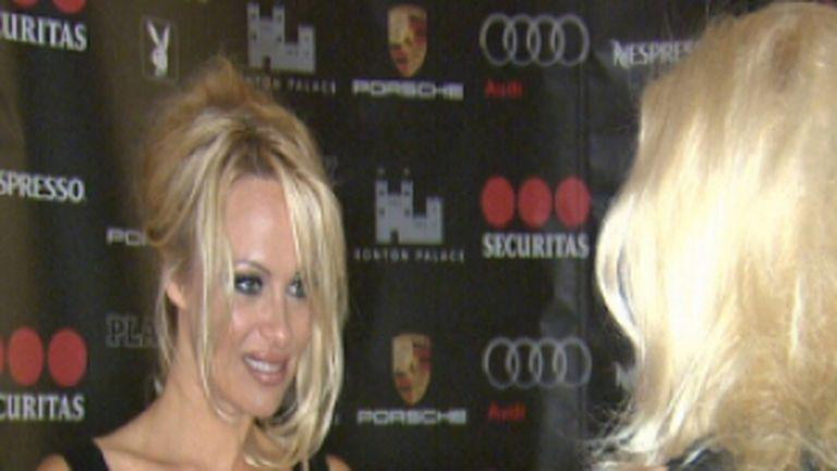 Pamela Anderson, azi la Happy Hour