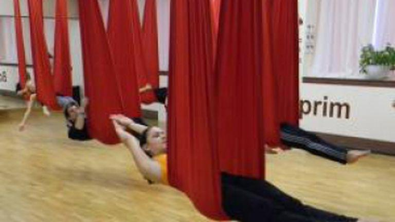 Slăbeşti şi te relaxezi cu Aerial Yoga