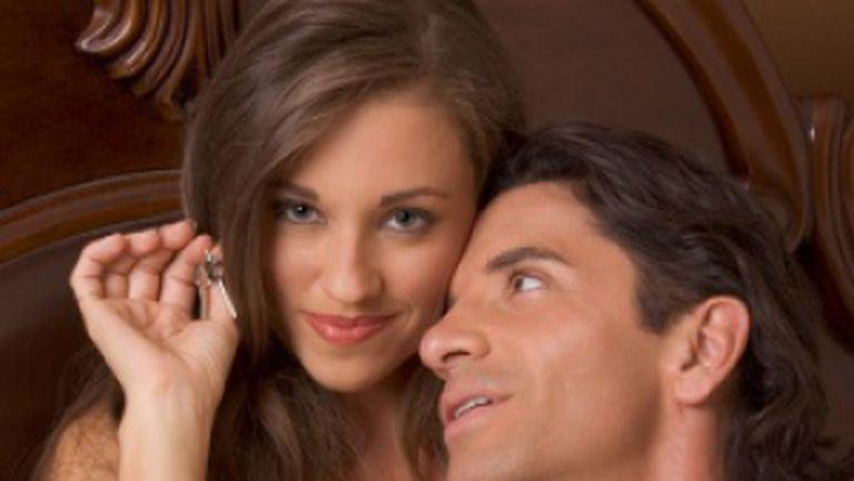 Trendul primăverii: leagă-ţi iubitul în timpul sexului!