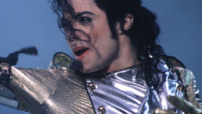 Immortal Megamix, primul single de pe noul album Michael Jackson