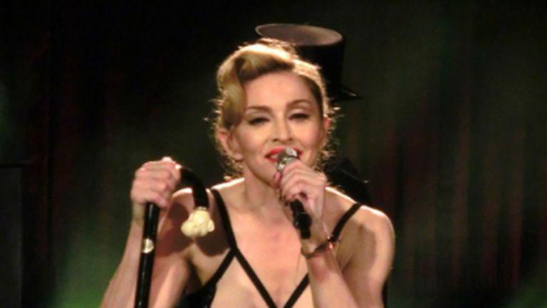 Video: Madonna, disperată după atenţie. Le-a arătat turcilor un sfârc, în timpul concertului