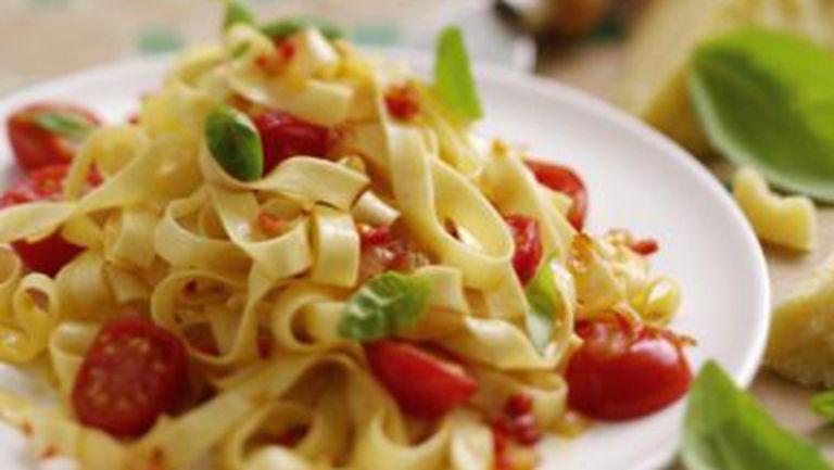 Reţete italiene: Paste cu sparanghel şi busuioc