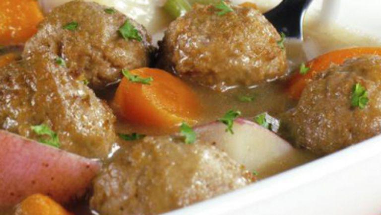 REŢETE: Chiftele cu morcovi şi sos