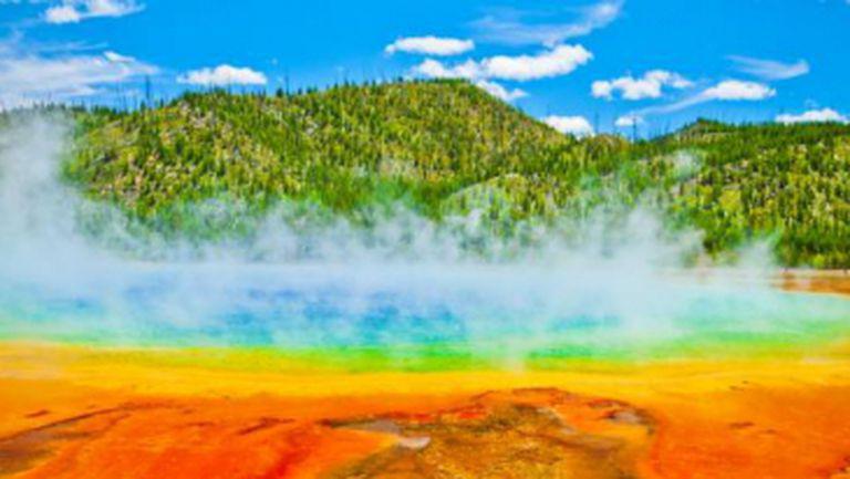 DESTINAŢII: Top 4 izvoare termale superbe din lume