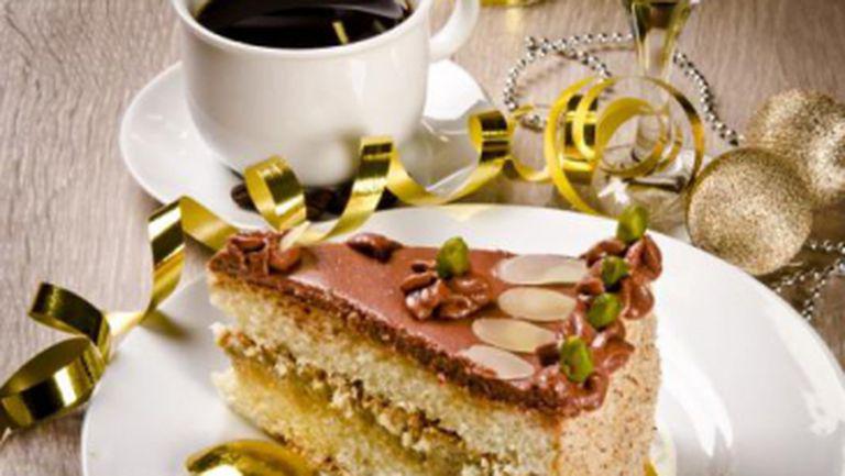 DESERT: Tort cu cremă de cafea şi migdale, pentru dureri de cap
