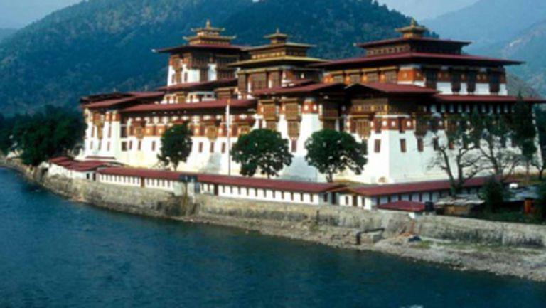 """Imperator Travel: """"În Bhutan se preferă pungile din ţesături şi ambalajele din sticlă. Este interzisă comercializarea ţigărilor"""""""