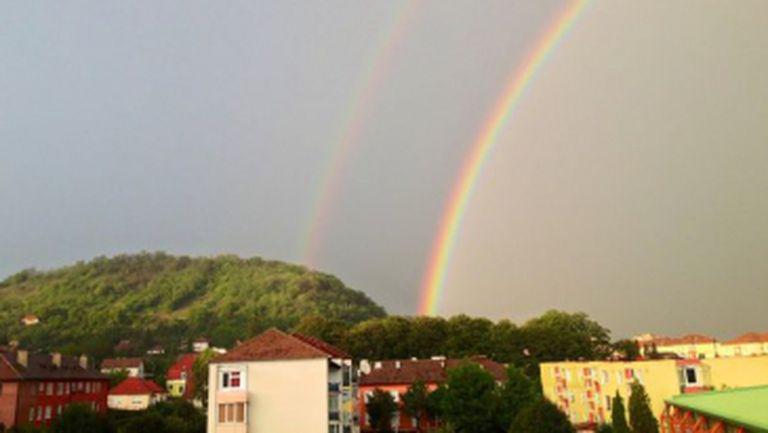 Imaginea care îţi face ziua mai frumoasă! Un curcubeu dublu i-a uimit pe români