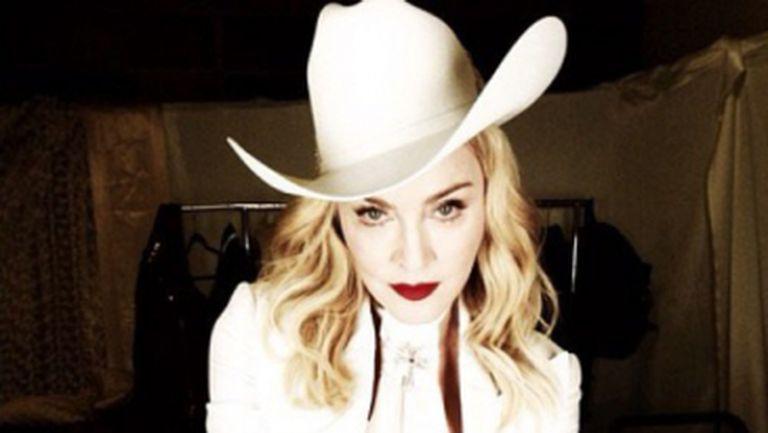 Madonna a purtat creaţia unei românce la Premiile Grammy