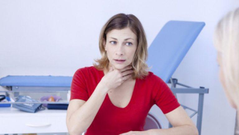 Te doare în gât când înghiţi? Vezi ce boli poţi să ai