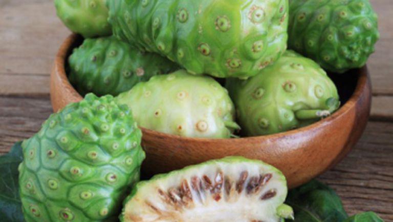 Ai auzit de fructul Noni? Vezi ce beneficii aduce sănătăţii