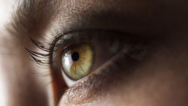 Ce sunt punctele plutitoare pe care le vezi în fața ochilor