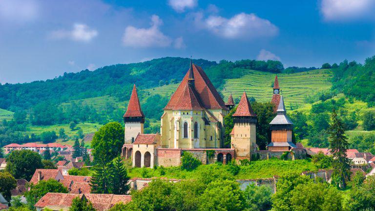 Biserica fortificata din Biertan, judetul Sibiu. Afla unde sa mergi de Rusalii si ce traditii si superstitii trebuie sa respecti