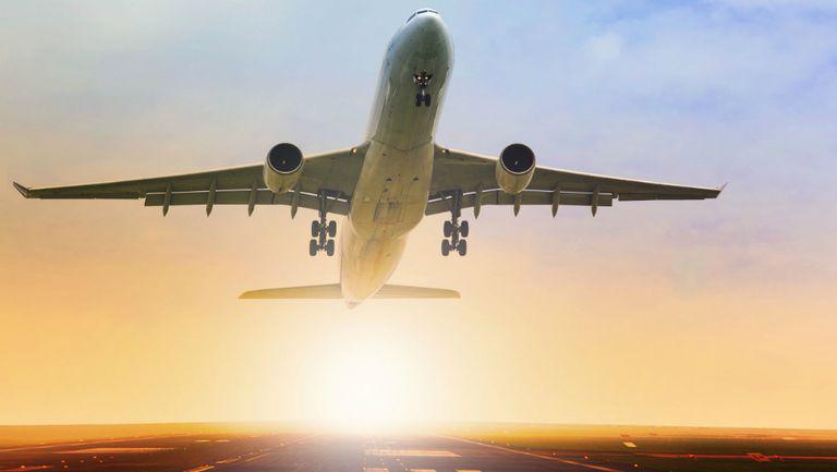 9 lucruri ciudate care se întâmplă cu corpul tău atunci când zbori cu avionul