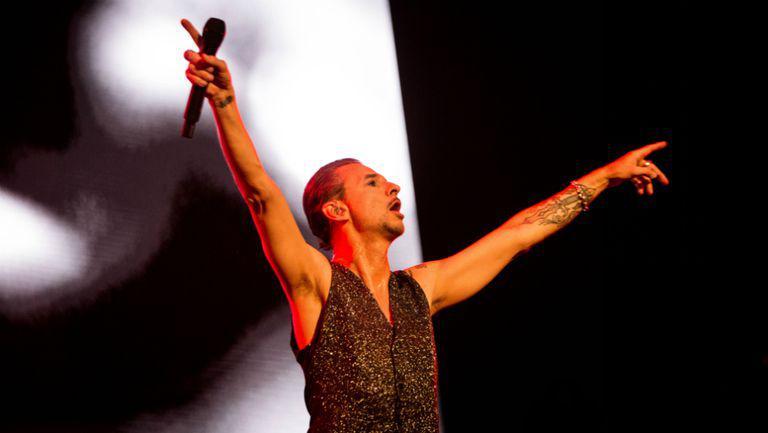 Maya Jane Coles cântă în deschiderea concertului Depeche Mode