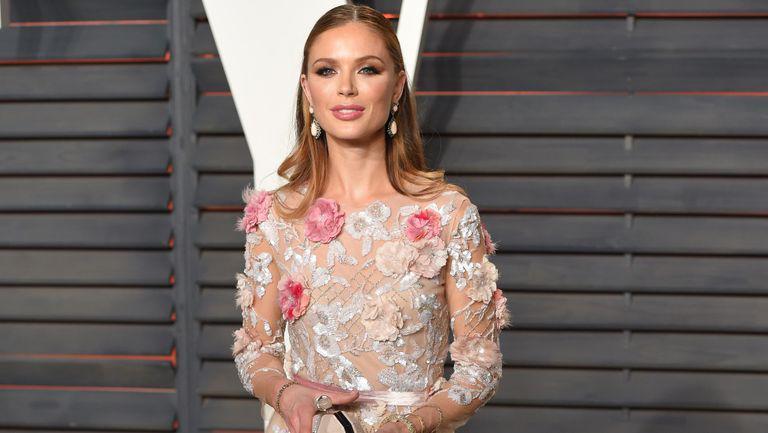 Fosta soție a lui Harvey Weinstein rupe tăcerea. Primul interviu după fenomenul #Metoo - Georgina Chapman intr-o rochie roz