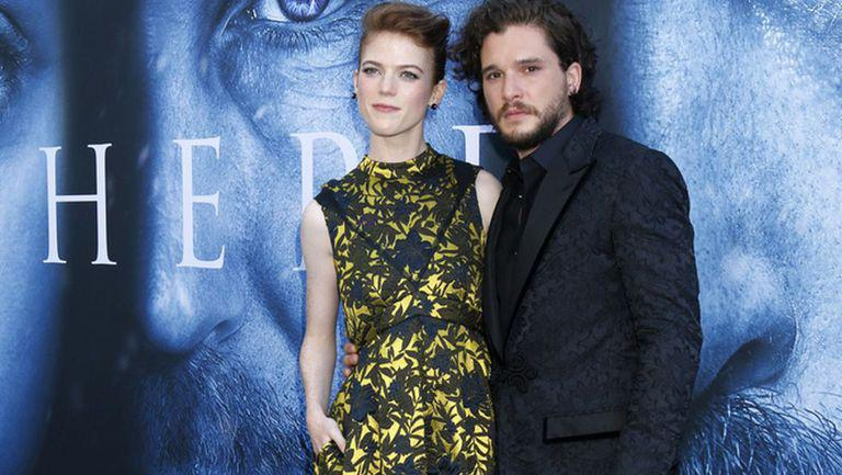 Kit Harington și Rose Leslie la prmeiera unui film