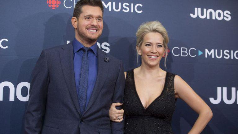 Soția lui Michael Buble este însărcinată. Cei doi vor avea o fetiță
