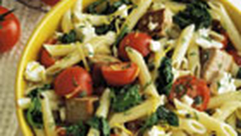 Salata mediteraneana cu paste, legume si ton