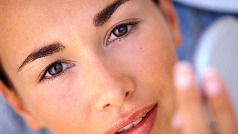 Soluţii antiîmbătrânire pentru pielea ochilor şi a gâtului