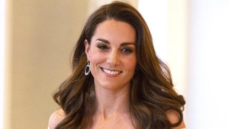 Kate Middleton a purtat rochia cu fața în spate