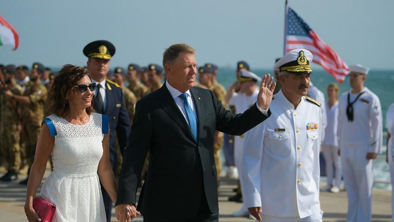 Președintele României Klaus Iohannis și soția lui, Carmen Iohannis, la festivitățile Zilei Marinei Române
