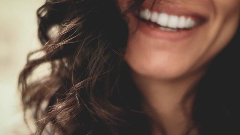 (P)  Fațete dentare – ce sunt și ce avantaje au?