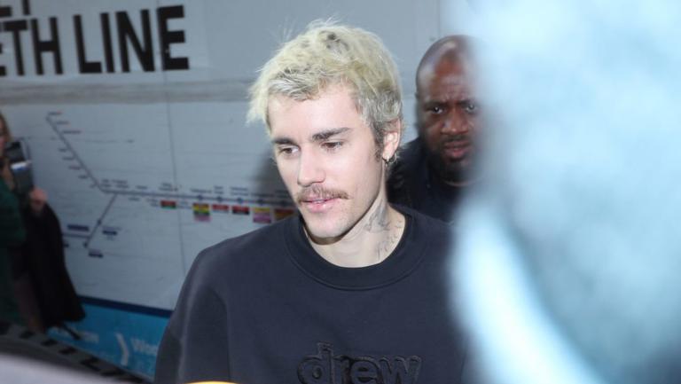 Justin Bieber: Bodyguarzii îi verificau pulsul în mijlocul nopții din cauza consumului de droguri