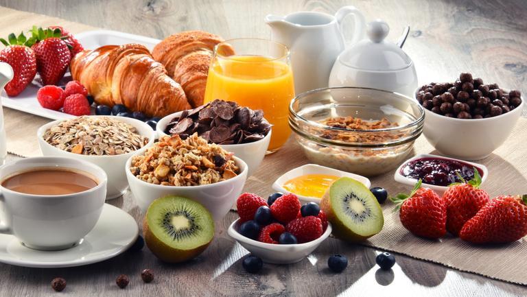 Mănâncă aceste alimente pe stomacul gol și vei fii sănătos ani întregi! Fac minuni pentru organism