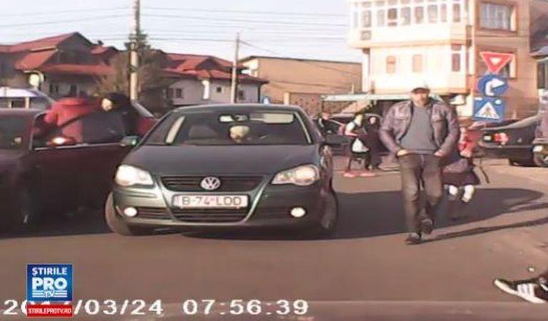 Un șofer a fost bătut în trafic fix în București. Motivul disputei? Un loc de parcare | VIDEO