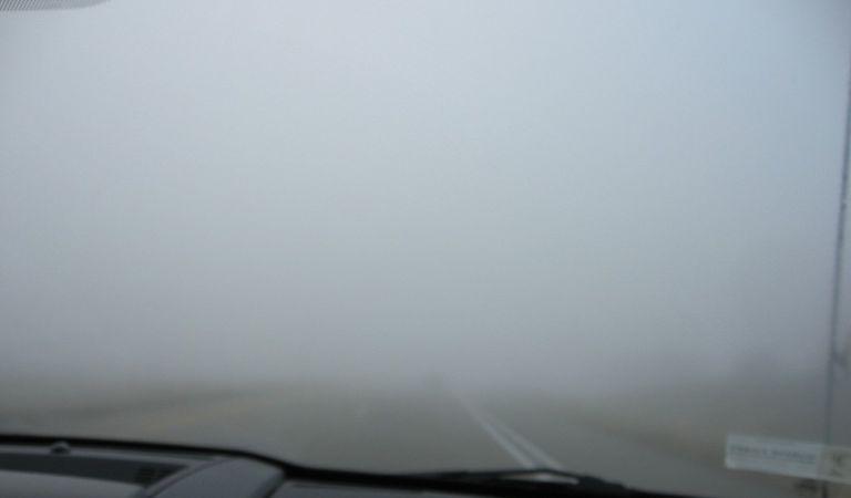 5 sfaturi esențiale pentru conducerea pe timp de ceață