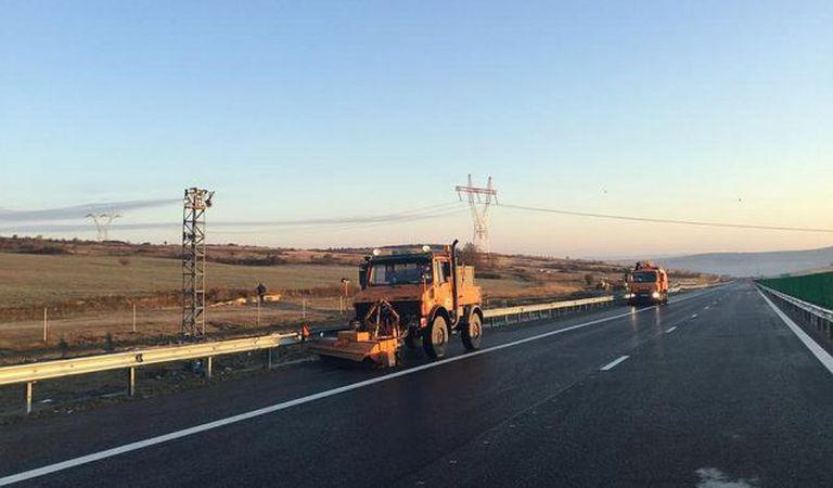 O porţiune din autostrada Sebeș – Turda a fost afectată de alunecările de teren