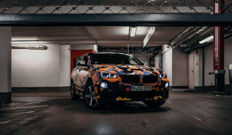 Noul BMW X2 debutează printr-o prezentare cu un camuflaj inedit