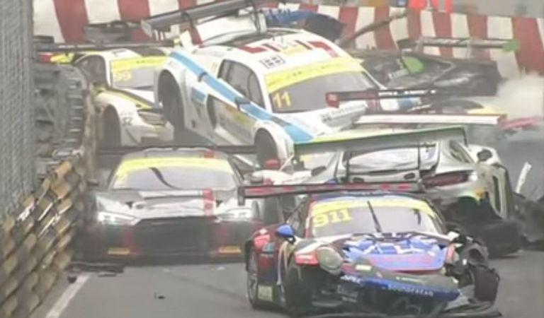 Haos la ultima etapă FIA GT World Cup: 15 maşini implicate într-un accident – Video