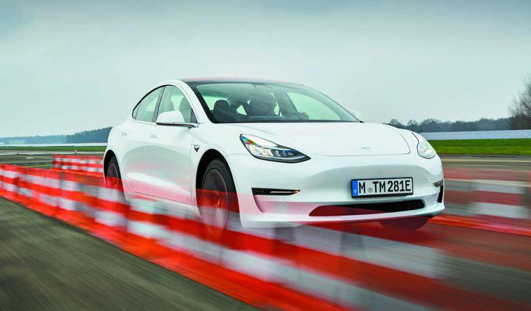 Tesla Model 3: Eligibilă ca Alternativă!