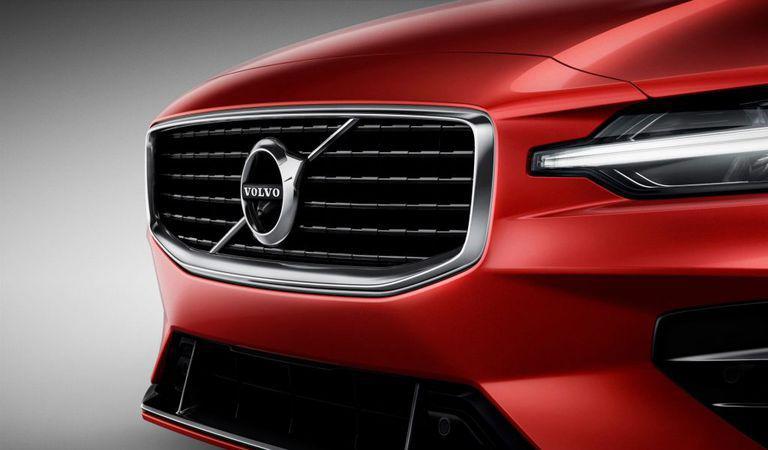 Noul Volvo S60 atacă concurența germană: versiunea de performanță va avea 415 CP