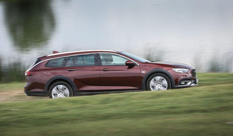 Opel Insignia Country Tourer: Corporatistul curajos