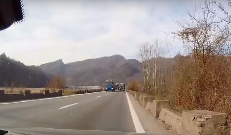 O depășire pe Valea Oltului ne arată de ce trebuie introduse pedepse mai dure (Video)