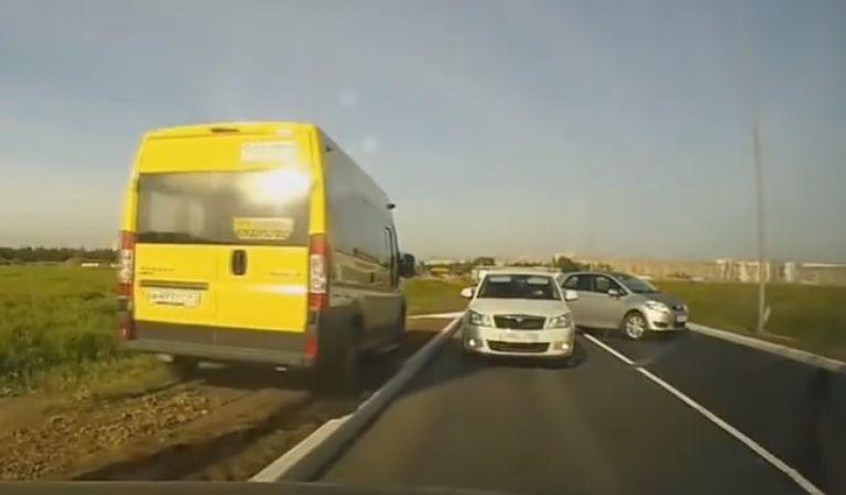 Inepții în trafic – câte accidente pot avea loc într-un singur minut?