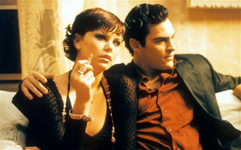 Charlize Theron si Joaquin Phoenix in The Yards