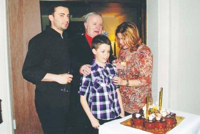 El este fratele cel mic al Cristinei Ţopescu! Sebastian are 21 de ani şi este student la două facultăţi