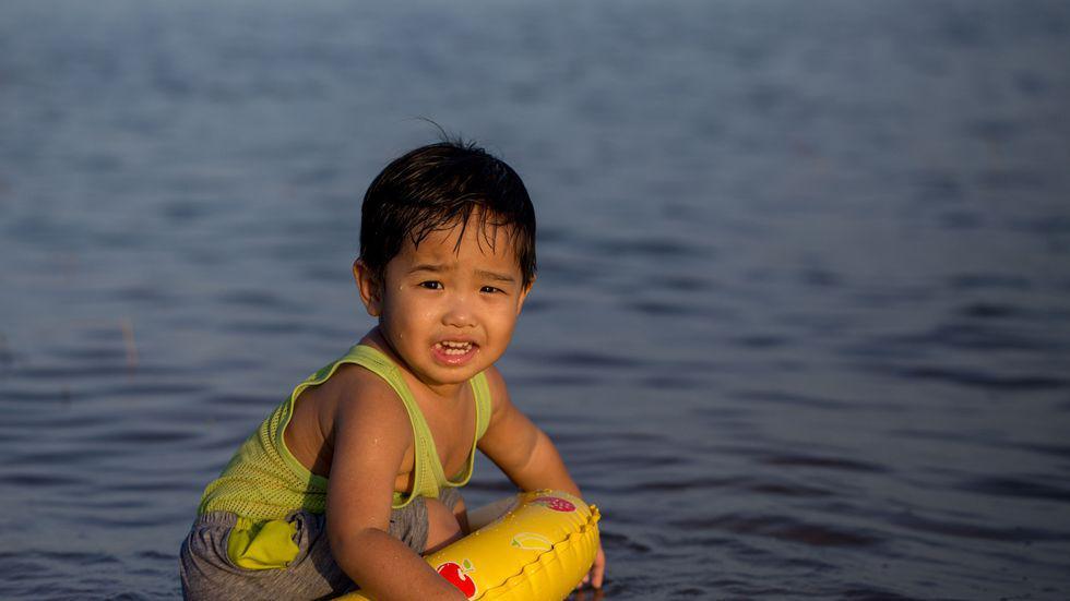 Mare grija cand mergeti la piscina sau la mare. Se poate intampla asta