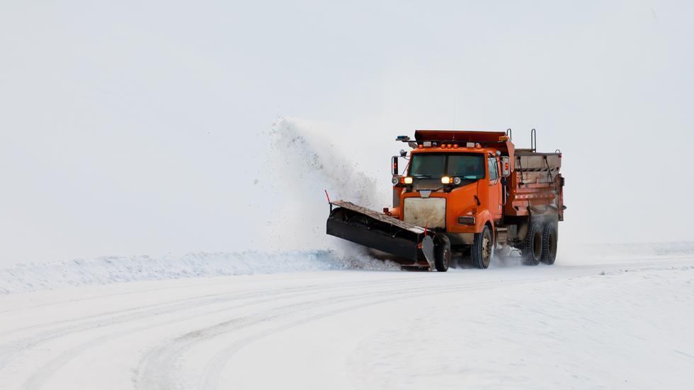 Viscolul a paralizat circulația autovehiculelor din toată țara! Iată lista completă a drumurilor şi autostrăzilor închise