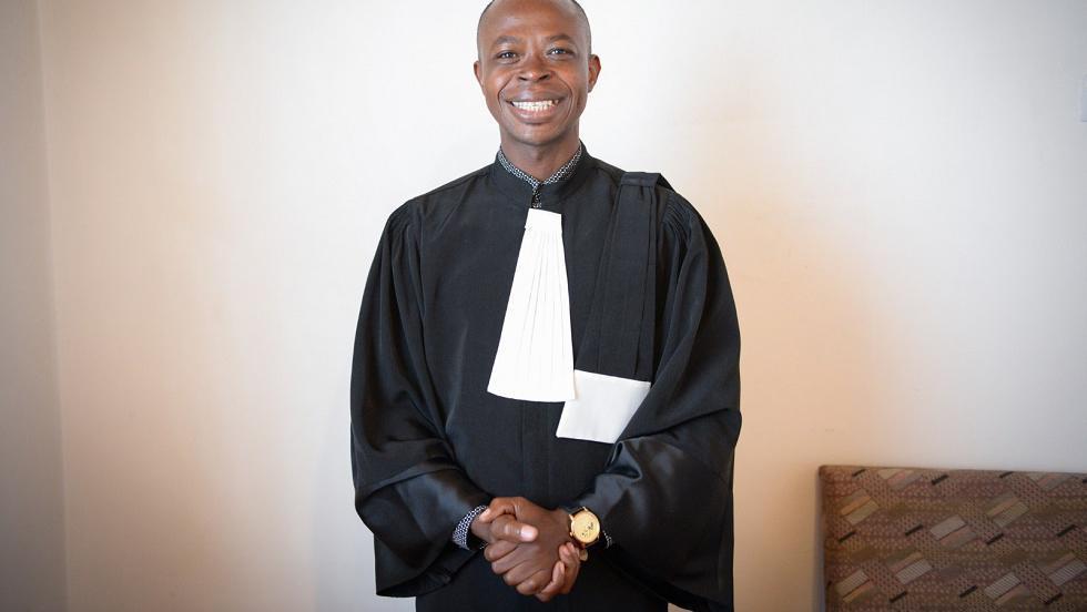 Primul african avocat practicant în România, renegat de-ai lui pentru că s-a convertit la creștinism