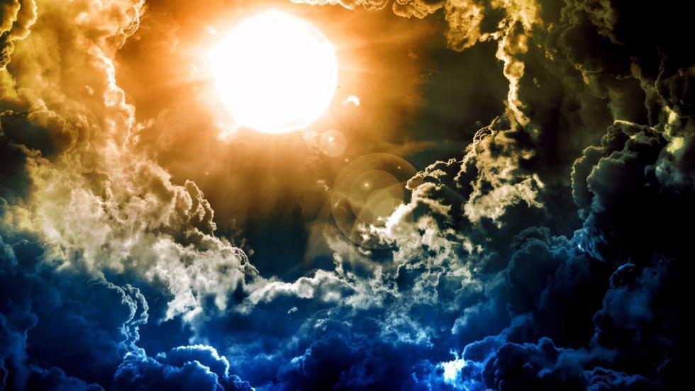 O furtună solară va lovi azi Pământul. NASA trage un semnal de alarmă